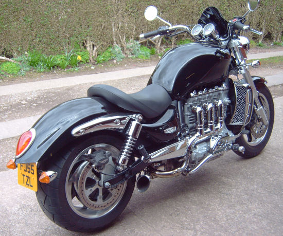 Shorty Exhaust For The Triumph Rocket Iii Newbonneville